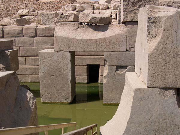 http://lah.ru/fotoarh/megalit/afrika/egypt/abydos/osirion/07.jpg