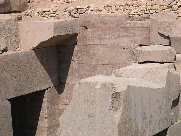 http://lah.ru/fotoarh/megalit/afrika/egypt/abydos/osirion/09.jpg