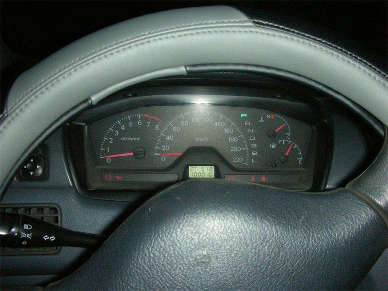 Доработанная приборная панель в автомобиле - на свету