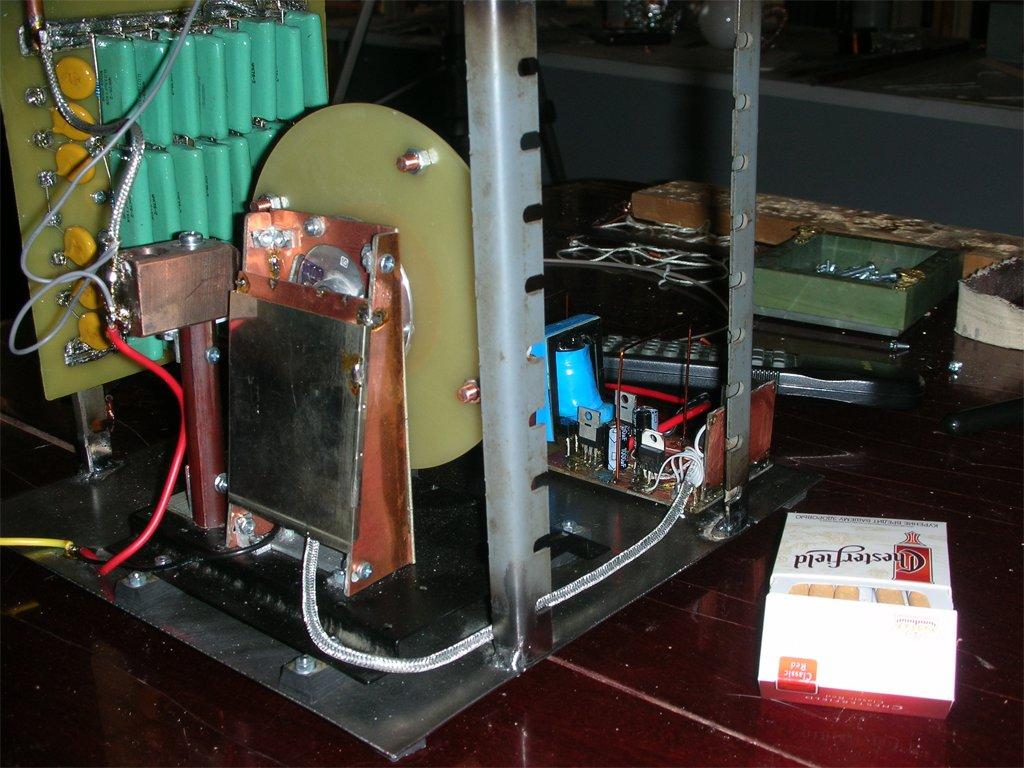 Роторный искровой разрядник для трансформатора тесла