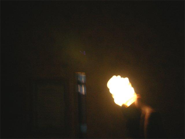 Свечение энергосберегающей лампы от качера